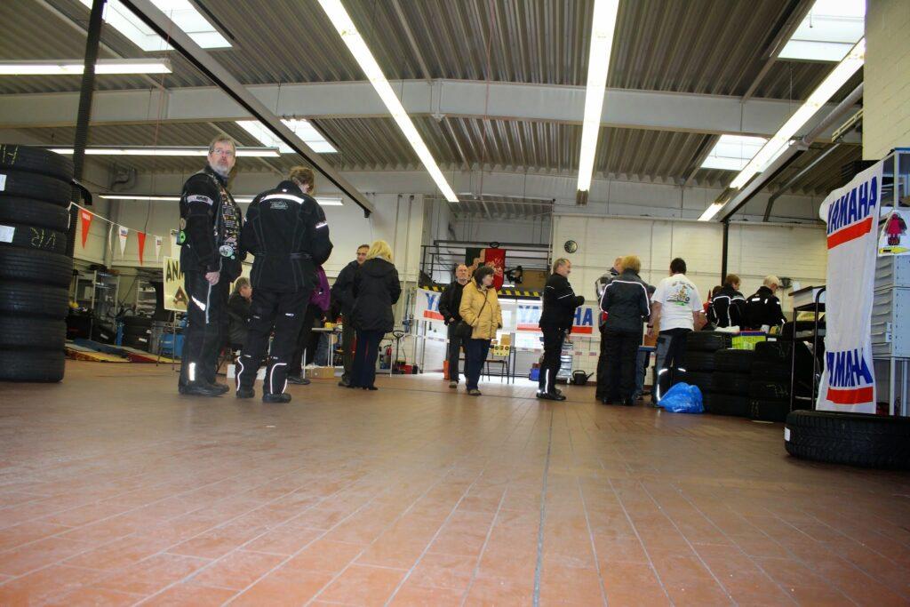 Startpunkt und Fahrernennung in Mülheim im Autohaus Extra