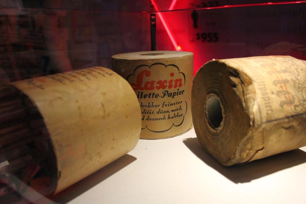 Retro-Toilettenpapier im Museum der Papiermühle Alte Dombach