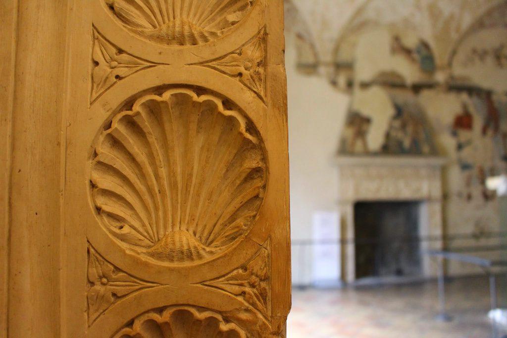 Zierarbeiten ohne Ende im Palast von Urbino