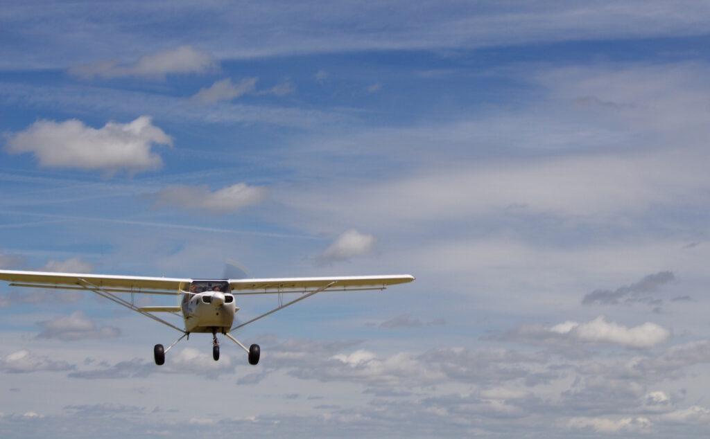 Pascal Chedeville im Landeanflug Normandie mit dem flugzeug entdecken