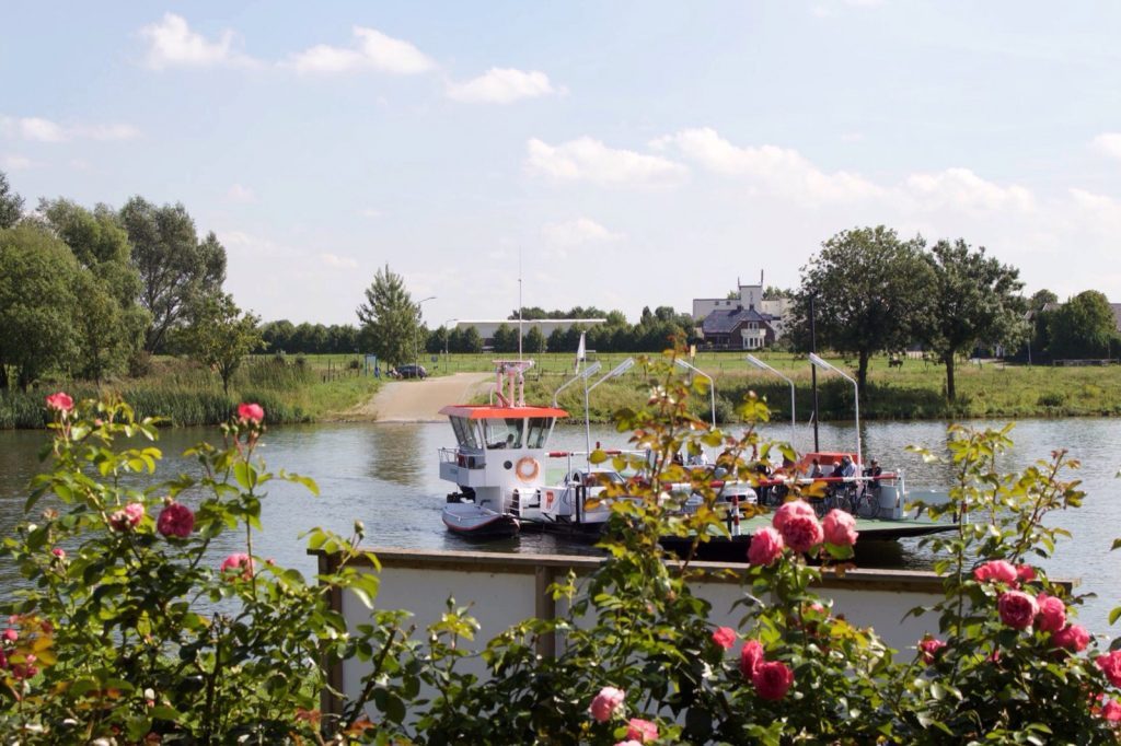 Heut_maashotel_Limburg_Faehre.jpg