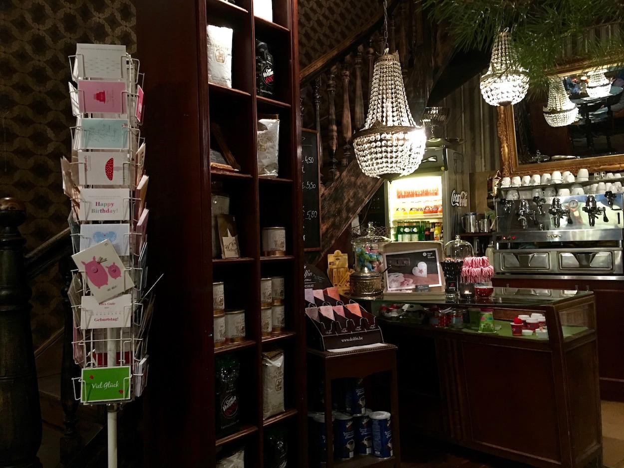 Kuchentheke im La Violetta - das Café mit französischem Charme