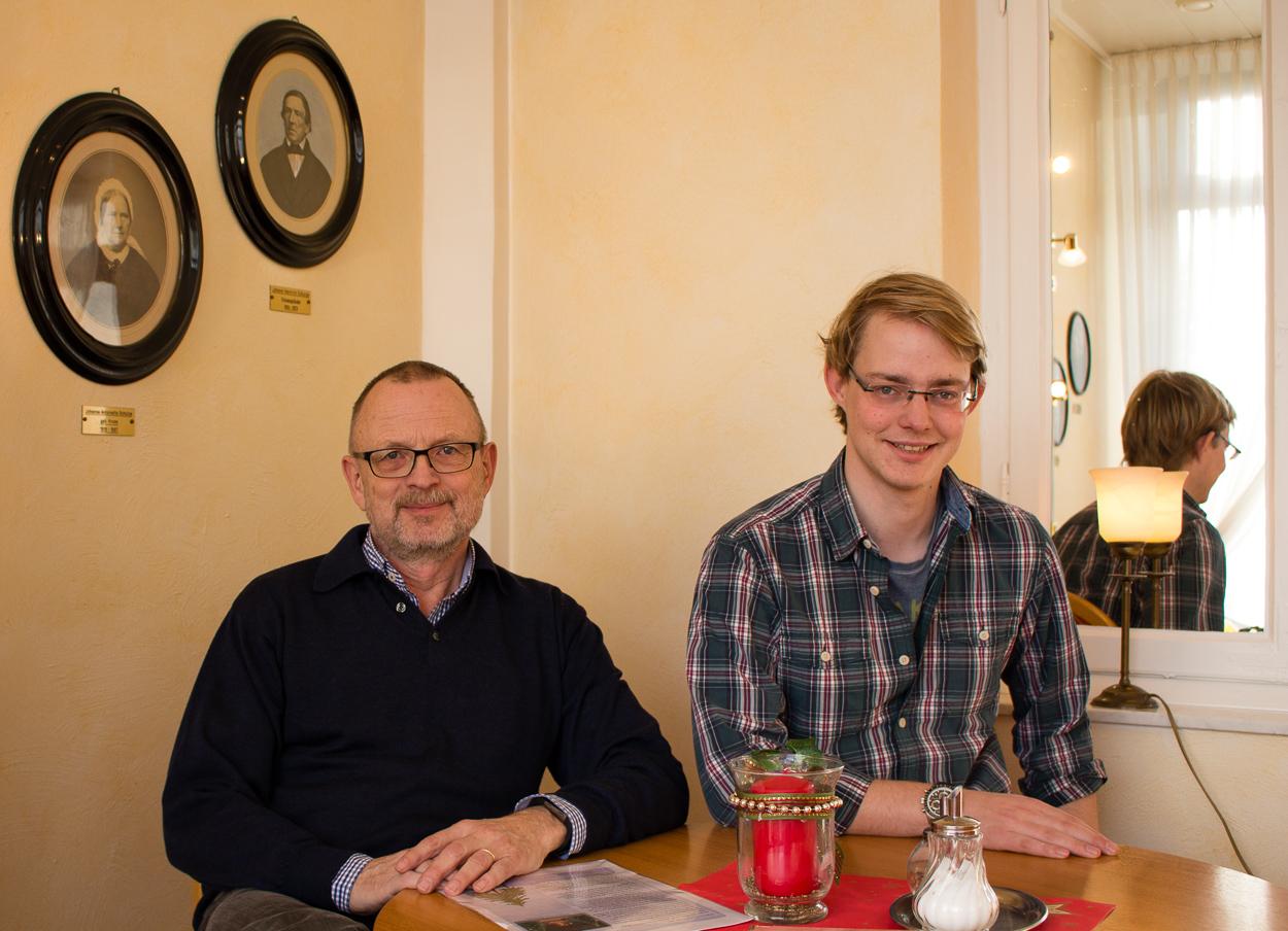 Peter und Arne Knaust in ihren traditionsreichem Café