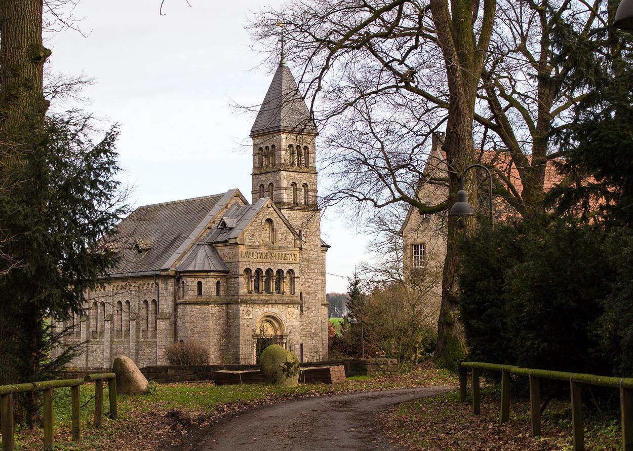 Wasserschloss Brincke und Kirche - Besuchsmöglichkeit nach vorheriger Absprache