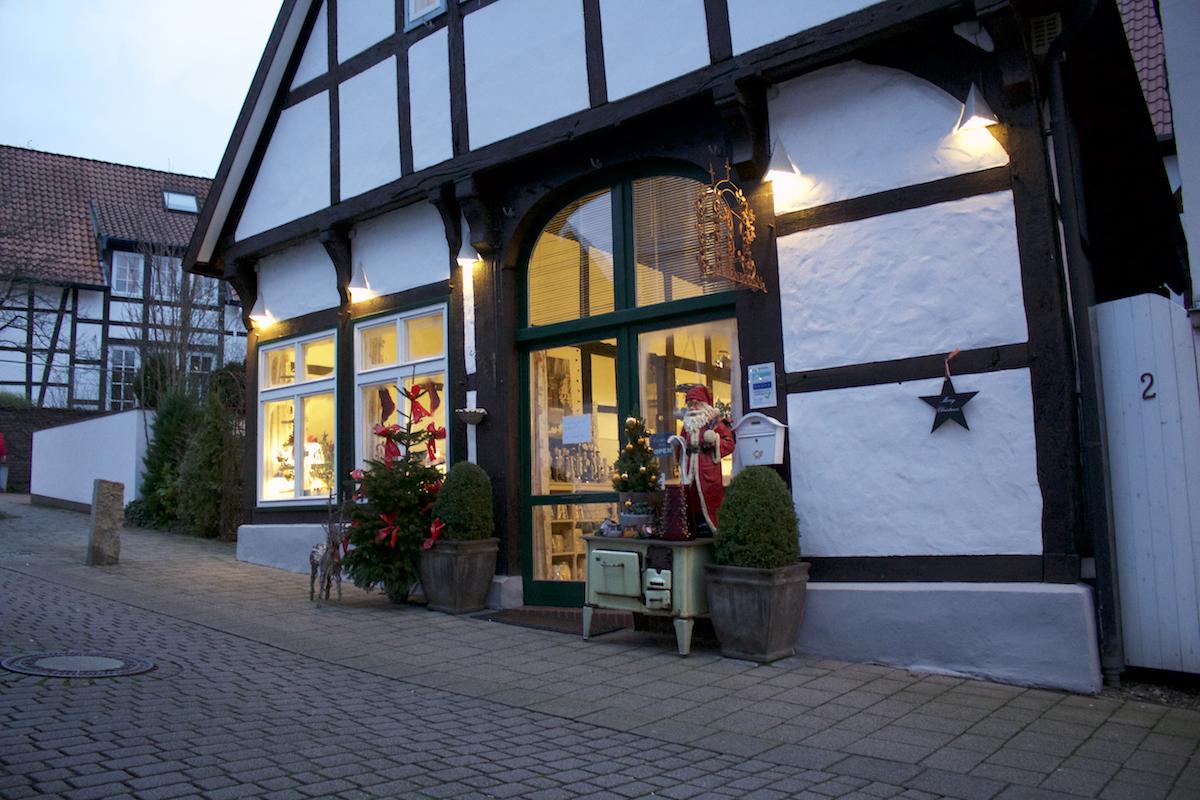 In einem schönem Fachwerkhaus in einer Seitengasse liegt das Café Rosenbogen