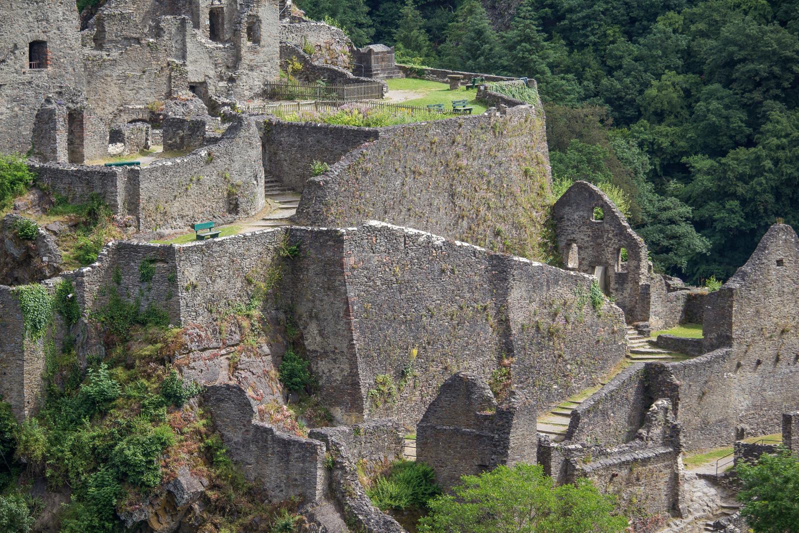 Die Manderscheider Niederburg kann bis auf Dienstags besichtigt werden.