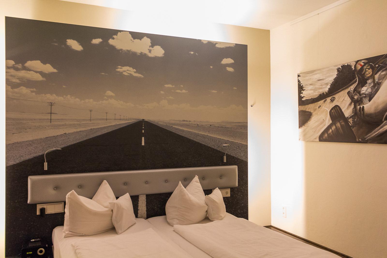 V8 Hotel, Stuttgart, Designzimmer, Themenhotel, Automobilliebhaber, Autofreaks, Motorworld