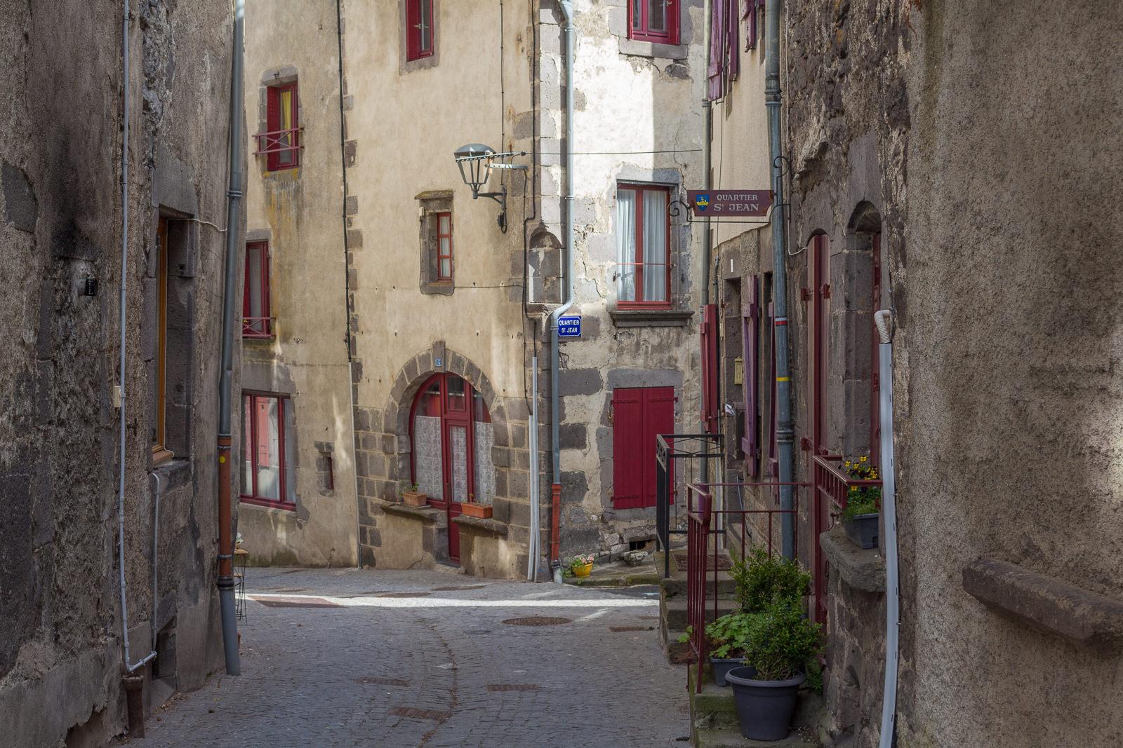 Besse-et-Saint-Anastaise, Auvergne, Frankreich, Sancy-Massiv, Mittelalter