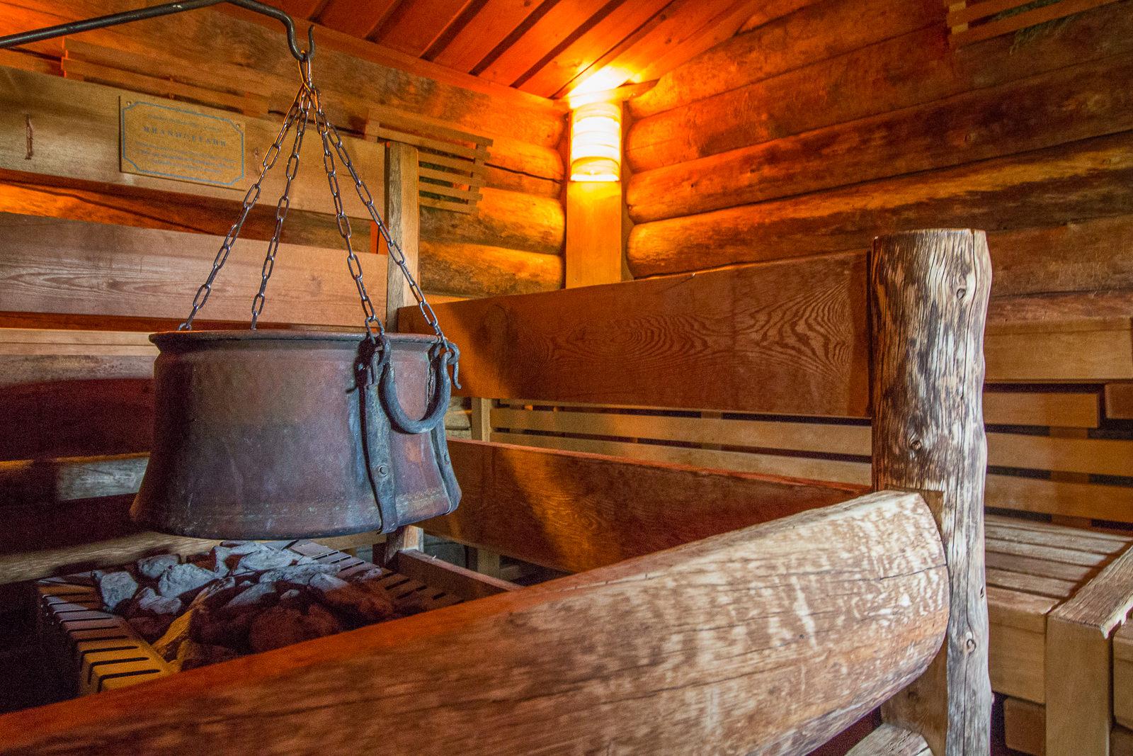Wellnesshotels: Rein in den kuscheligen Bademantel und entdecke, wo Spa besonders Spaß macht!