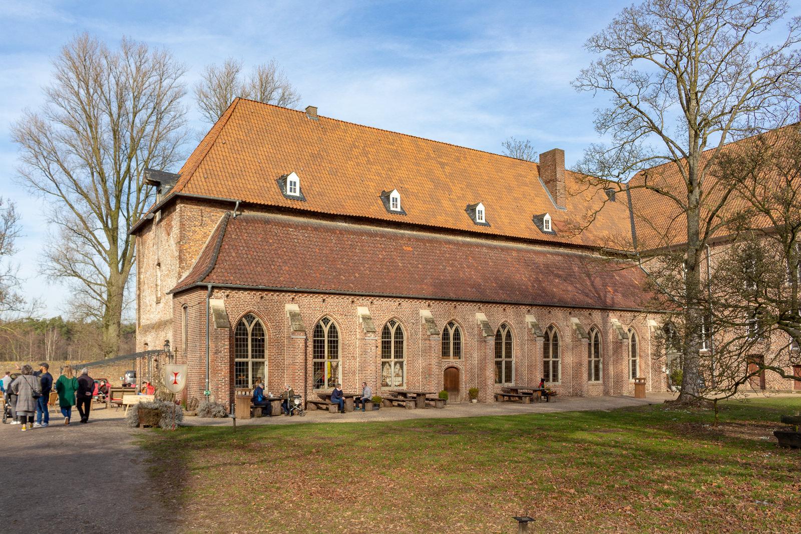 Kloster Graefenthal Zeitreise Ins Mittelalter Dattelkuchen Tee