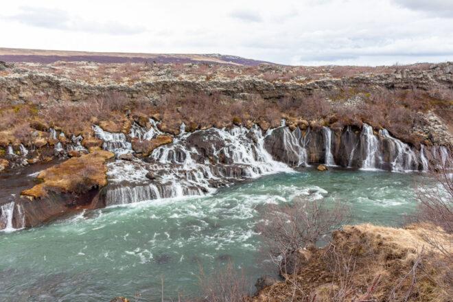 Island, Die Wasserfälle Hraunfossar und Barnafoss
