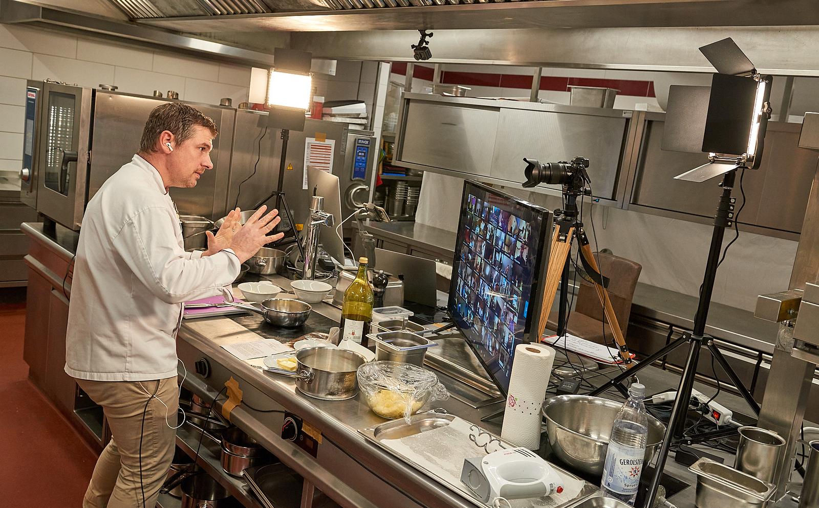 Hinter den Kulissen des Kochevents: Florian vom Weinbergschlösschen, Foto: © Achim Meurer www.achimmeurer.com