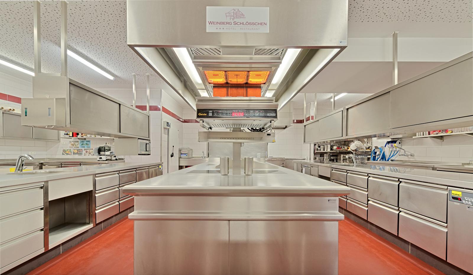 Einmal wie die Profis... Küche vom Weinbergschlösschen, Foto: © Achim Meurer www.achimmeurer.com